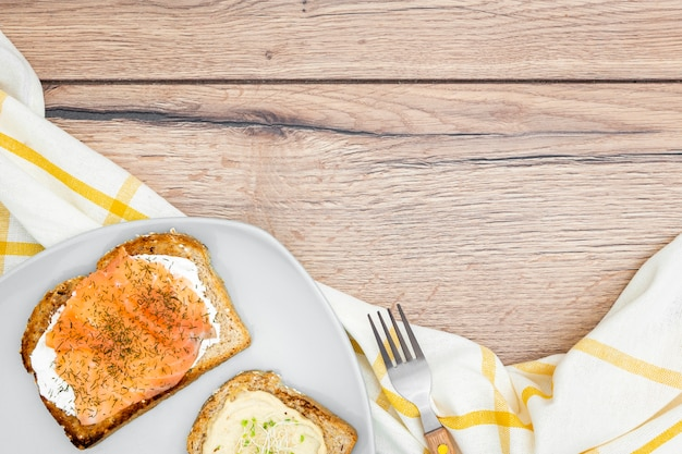 Top view of toast with cutlery and copy space Free Photo