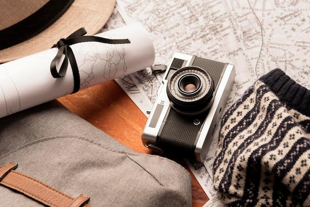 Concetto di viaggio vista dall'alto con macchina fotografica Foto Gratuite