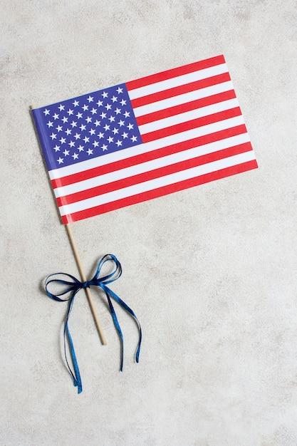 Vista dall'alto bandiera usa con nastro Foto Gratuite