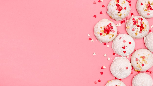 Top view of valentines day cookies with copy space Free Photo
