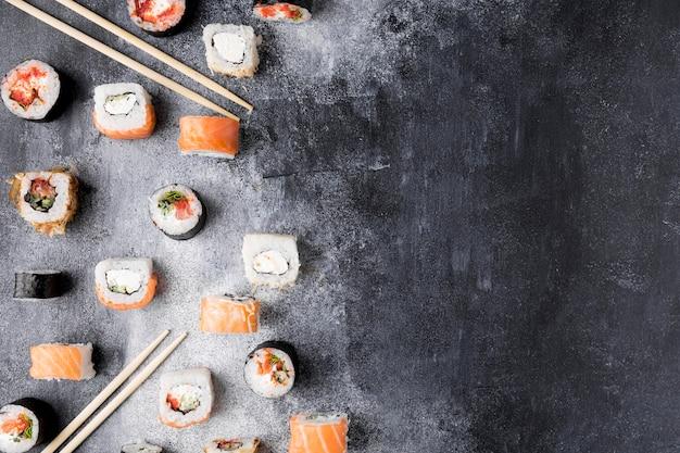 Вид сверху разнообразных суши с копией пространства Бесплатные Фотографии