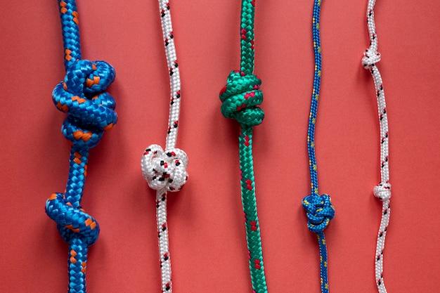 Вид сверху различные узлы матросской веревки Бесплатные Фотографии
