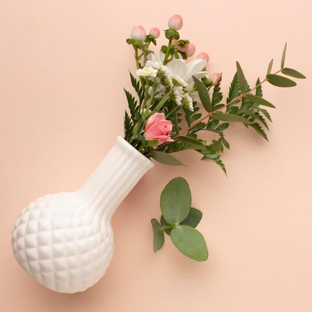 장미와 상위 뷰 꽃병 무료 사진