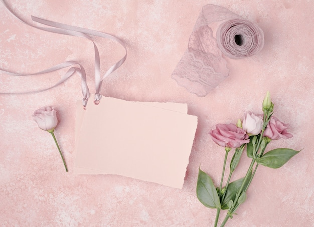 Top view wedding arrangement with invitation and flowers Free Photo