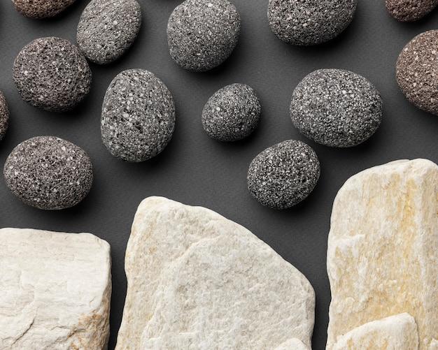 上面図の白と黒の石のコレクション 無料写真