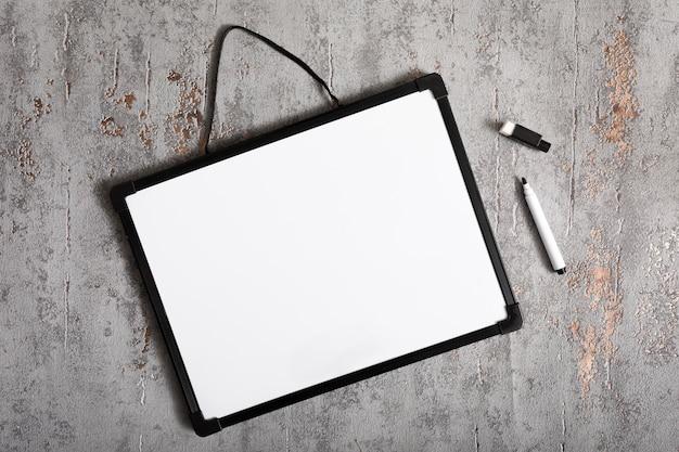 コピースペースを持つトップビューホワイトボード 無料写真