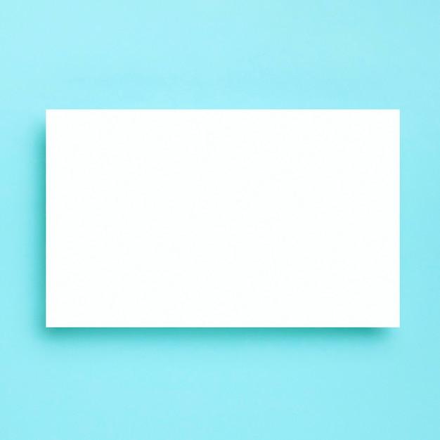 Cornice bianca vista dall'alto su sfondo blu Foto Gratuite