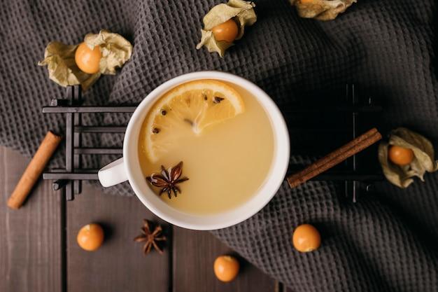 Bevanda invernale vista dall'alto in tazza Foto Gratuite
