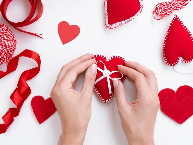 Top view of woman decorating red hearts Free Photo