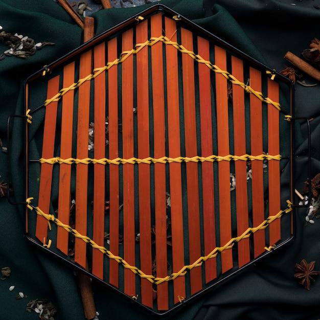 Вид сверху деревянный поднос на столе Бесплатные Фотографии