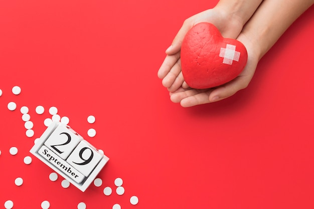Top view world heart day concept with pills Free Photo
