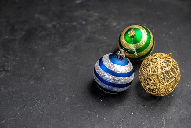 Top view xmas tree balls on dark isolated surface with free space Free Photo