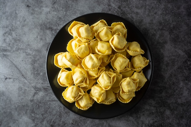 Tortelloni pasta italian traditional pasta with meat or vegetables Premium Photo