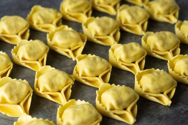 Tortelloni pasta italian traditional pasta with meat or vegetables Premium Photo