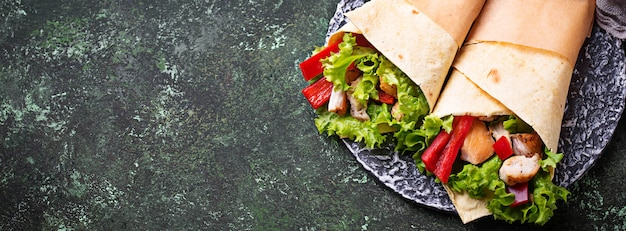 Tortilla wraps with  chicken fillet and vegetables Premium Photo