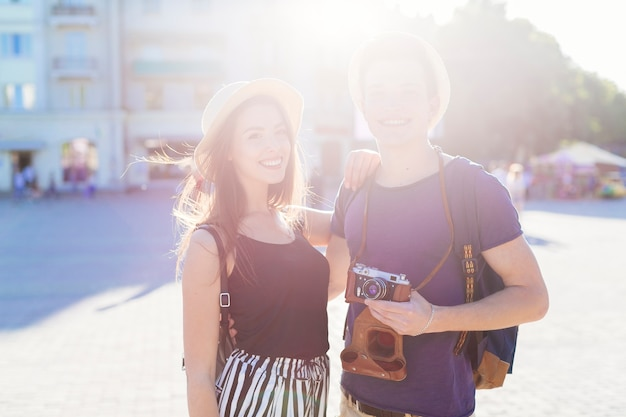 Tourist couple sightseeing in city with sun effect Free Photo