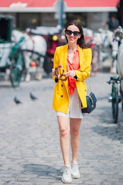 Tourist girl enjoying her european vacation in vienna Premium Photo