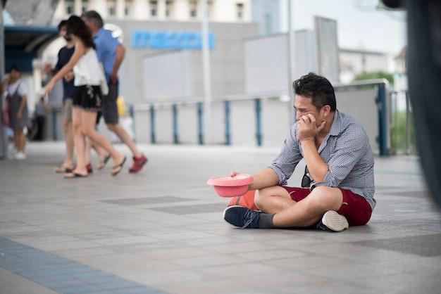 Tourist lost money begging money on street Free Photo