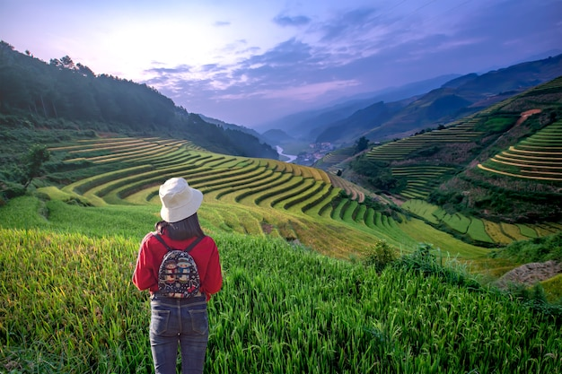 Tourists are watching beautiful rice terraces in mu cang chai,yenbai,vietnam Premium Photo