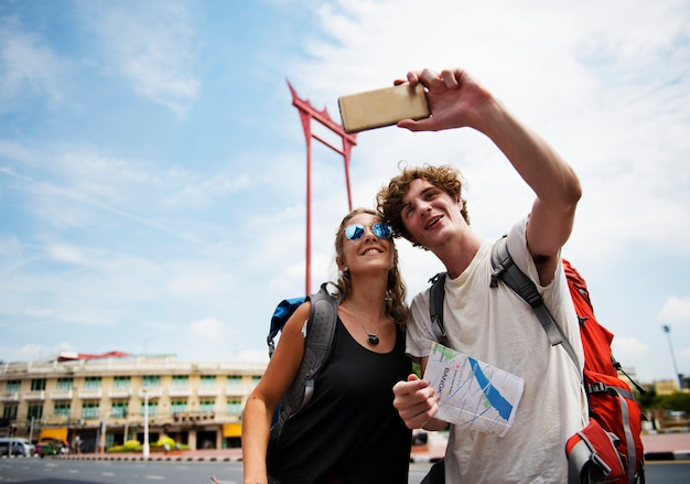 Tourists couple taking selfie with the giant swing in bangkok thailand Premium Photo