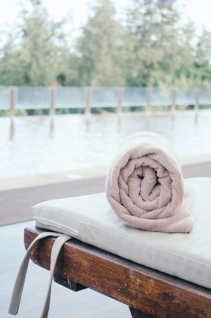 Towel pool Free Photo