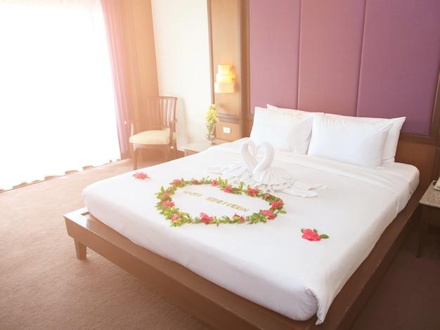 Towel swans shaped on luxury bed,honey moon bed Premium Photo