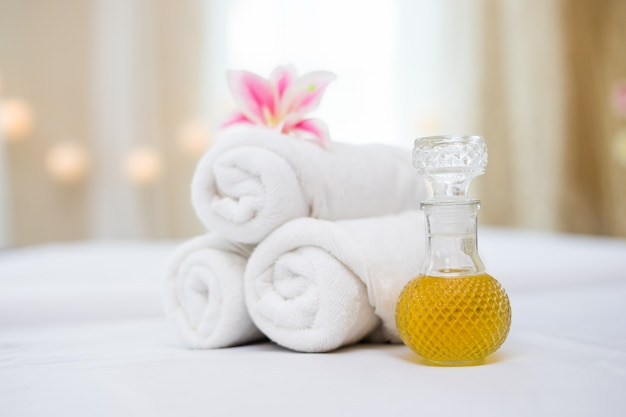 Towel with spa oil for spa setting Free Photo