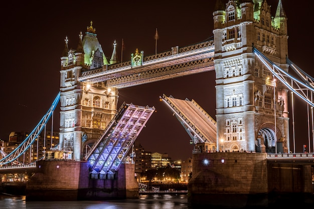 Tower bridge in london at night Premium Photo