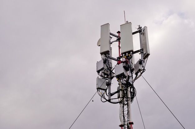 Tower with 5g and 4g cellular network antenna Premium Photo