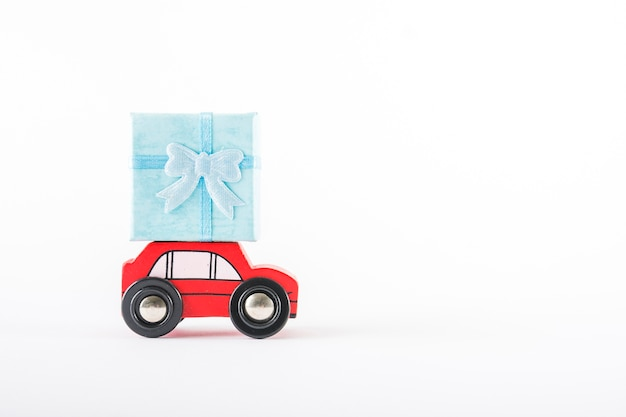 Toy car with gift on roof Free Photo
