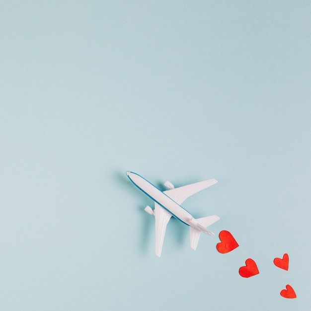 Toy plane model with read hearts Free Photo
