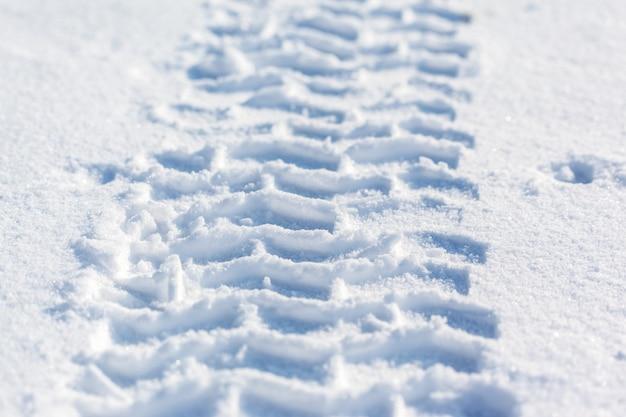 Tracks of car wheels in the snow Premium Photo