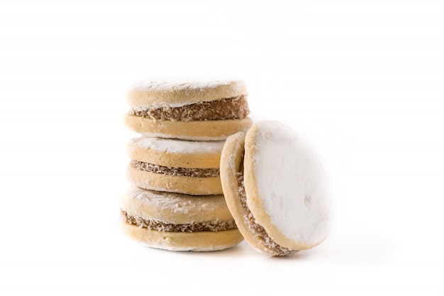 ダルスデレーシュと白で隔離される砂糖の伝統的なアルゼンチンのアルファジョレス Premium写真