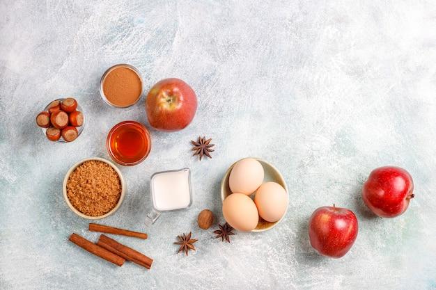 Традиционные ингредиенты для осенней выпечки: яблоки, корица, орехи. Бесплатные Фотографии