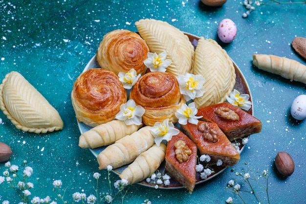 Traditional azerbaijan holiday novruz cookies baklavas and shakarburas on black tray plate Free Photo