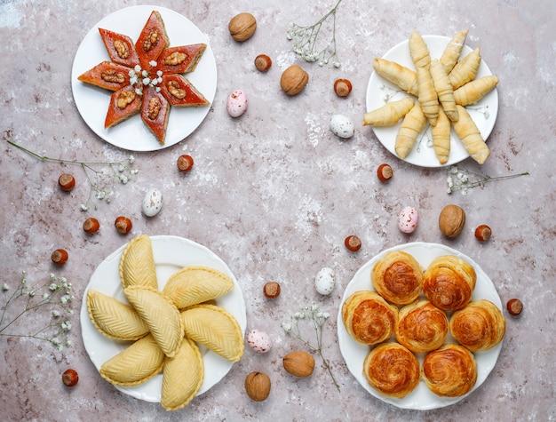 Традиционные азербайджанские сладости шакарбура, пахлава, гогал, мутаки печенье, азербайджанский праздник новруз. Бесплатные Фотографии