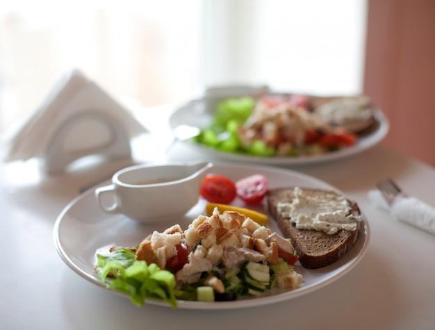 Traditional caesar salad Premium Photo
