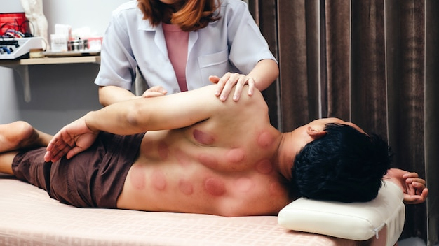 Traditional chinese massage Premium Photo