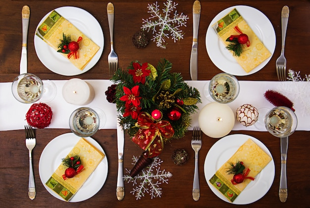 Traditional dishware on christmas table. . Premium Photo