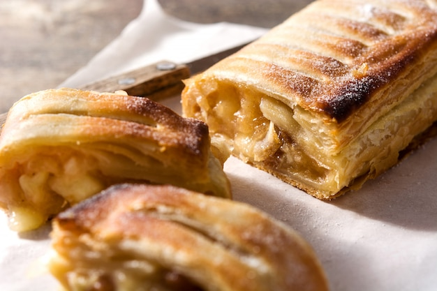 Traditional homelose upmade apple strudel on wooden table. Premium Photo