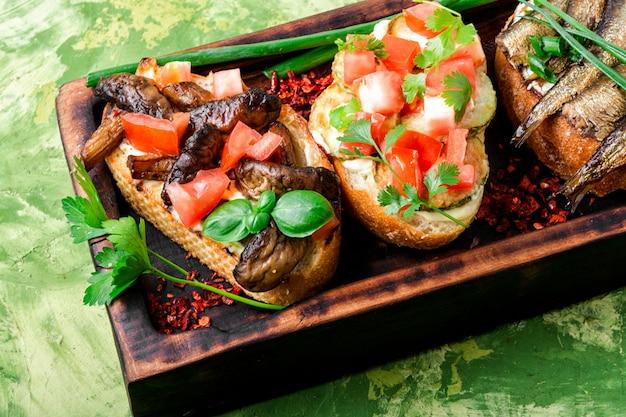 Traditional italian bruschetta Premium Photo