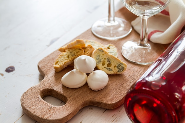 Traditional italian cookies served with wine Premium Photo