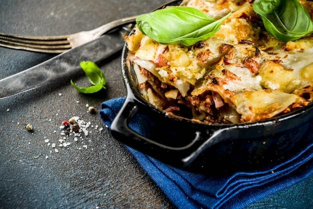 Traditional italian lasagna Premium Photo