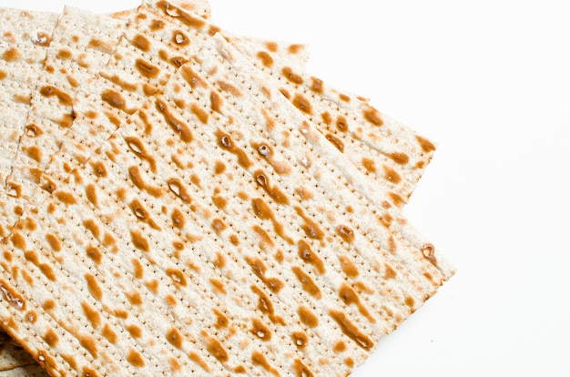 Traditional jewish kosher matzo for easter pesah on a wooden tab Premium Photo