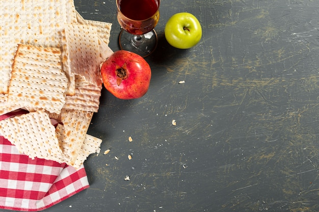 Traditional jewish kosher matzo for easter pesah Premium Photo