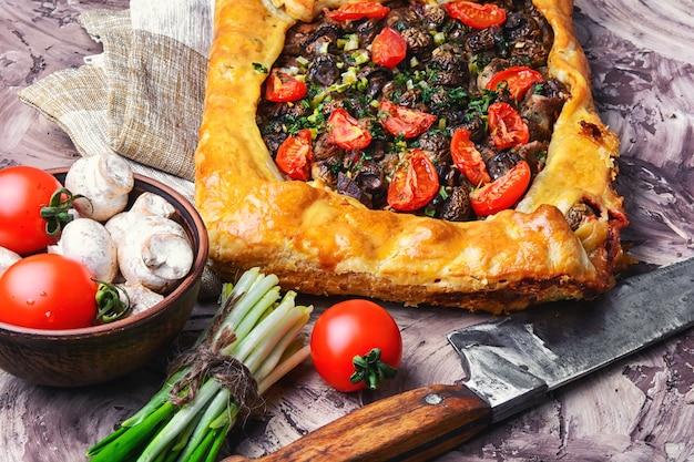 Traditional meat pie Premium Photo