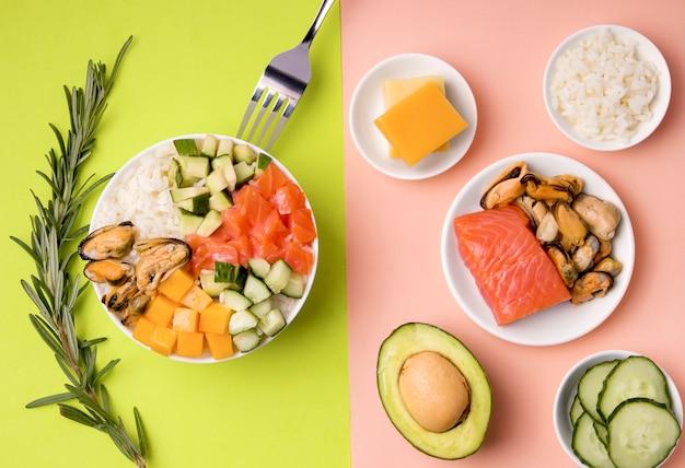 Традиционный салат с ингредиентами Premium Фотографии