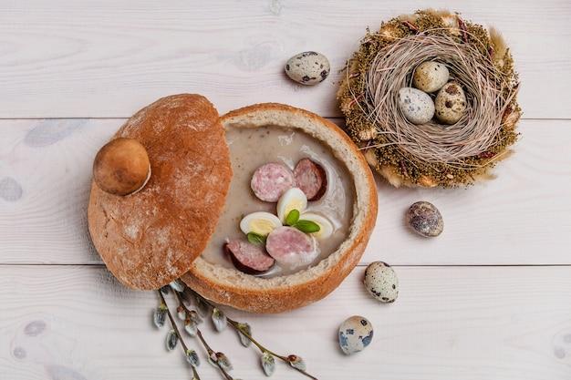 Традиционная польская пасхальная еда на столе Бесплатные Фотографии