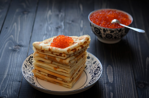 Traditional russian pancakes with red caviar Premium Photo