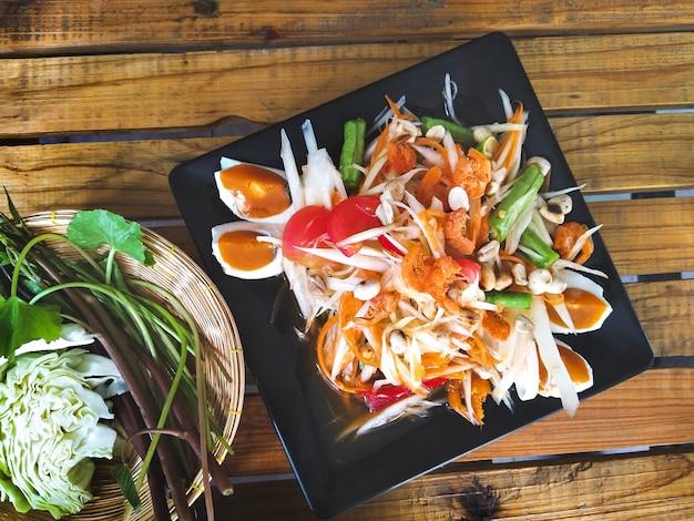 Traditional thai food, papaya salad with salted egg, somtum thai) Premium Photo